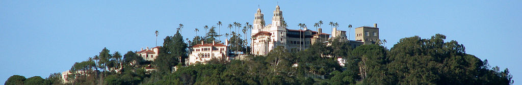 Hearst Castle (By Fietsbel, derivative work: Durova via Wikimedia Commons)